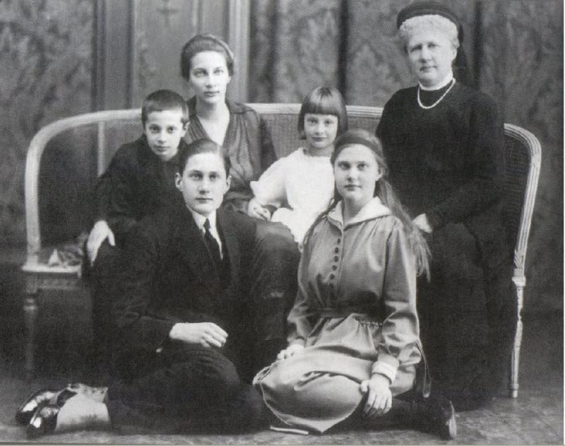 Кн. Татьяна с детьми и родными в эмиграции. 1922.