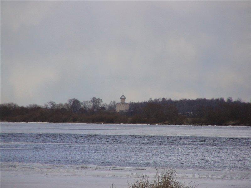На том берегу - церковь Спаса-на Нередице. 1198 г.