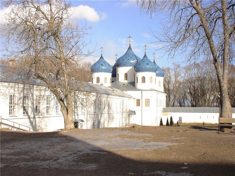 Крестовоздвиженский собор Юрьева монастыря.