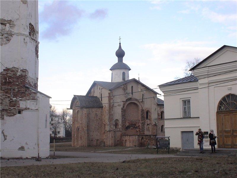 Церковь св. Параскевы Пятницы. 1207 г.
