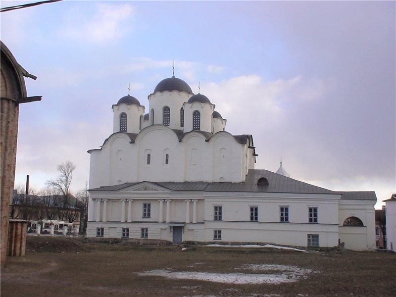 Никольский собор на Ярославовом дворище. 1133-36 г.