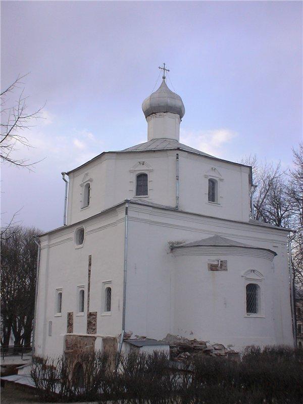 Церковь св. Георгия на Торгу. 1356 г. Достроена в 1754 г.