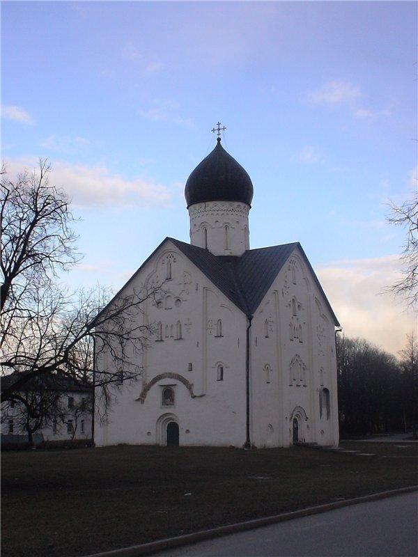 Церковь Спаса Преображения на Ильиной, одна из красивейших в Новгороде. 1374 г.