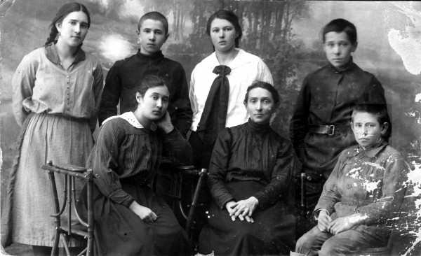 2. Пушкины. Кострома. Январь 1924 г. 2.jpg