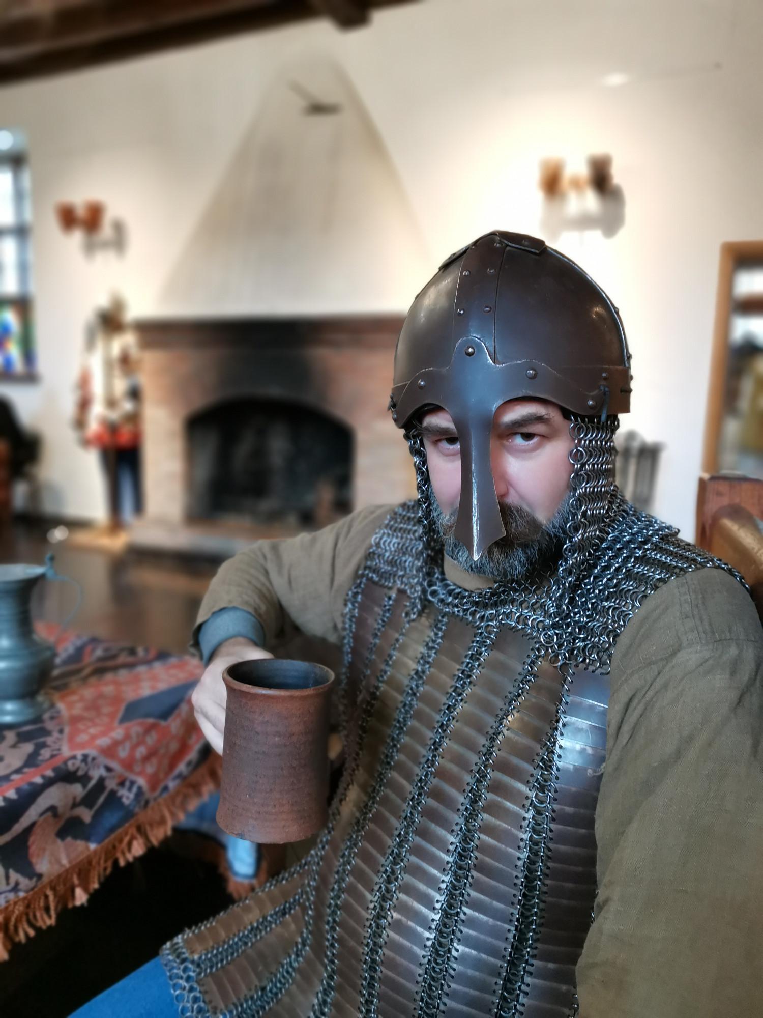 Приглянувшаяся мне бронь оказалась копией новгородской 13-14 века. Память предков не подводит. ))