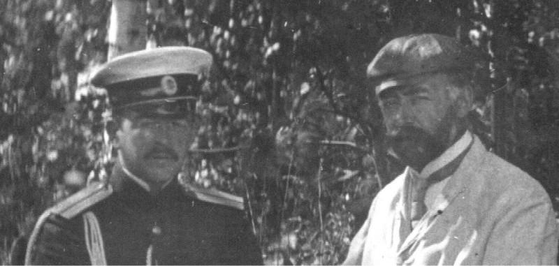 Василий и Пётр Дмитриевичи Яковлевы. Фрагмент фото из семейного архива.