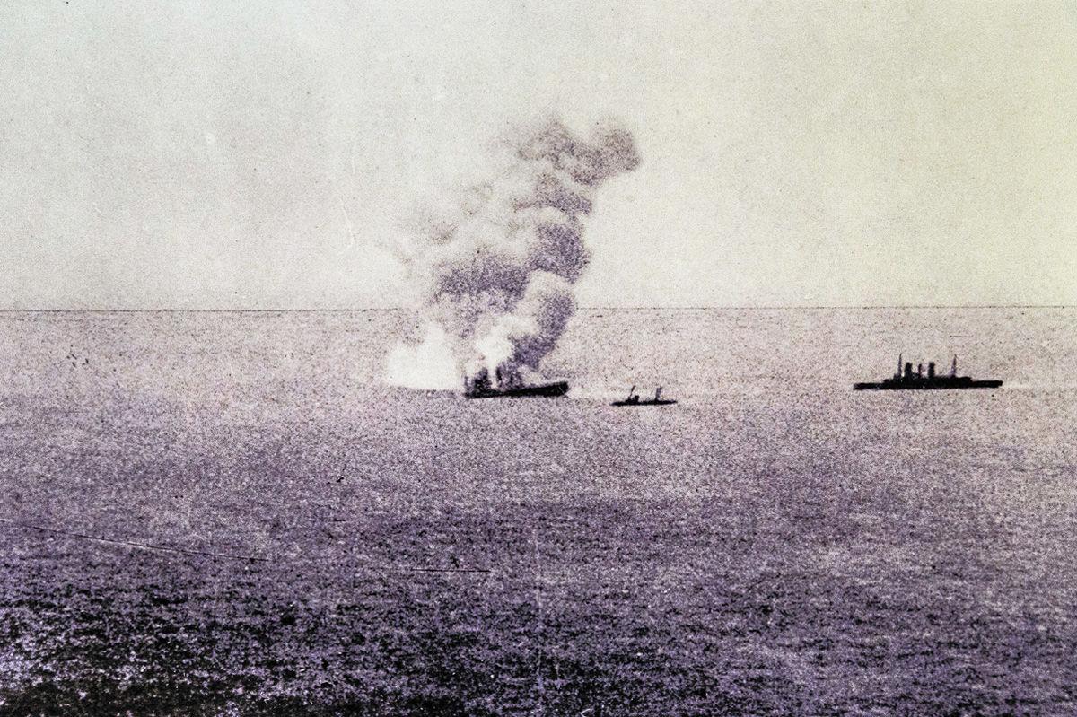 """Взрыв броненосца """"Петропавловск"""". 13.04.1904. Фото из интернета"""