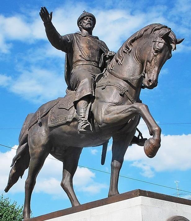 Памятник св. князю Михаилу Ярославичу в Твери.