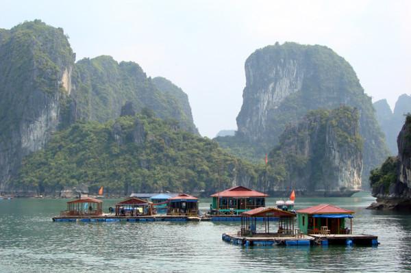 Бухта_Халонг,_Вьетнам