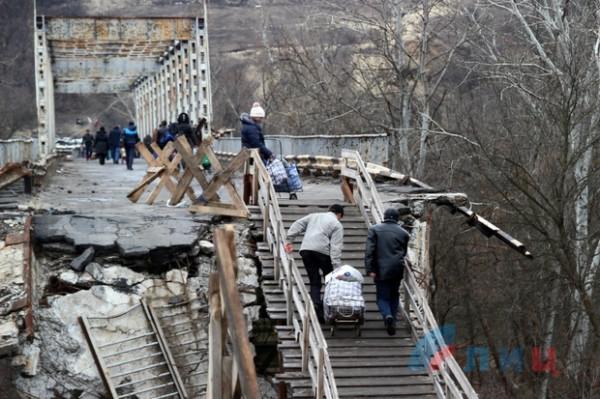 1454677776_Mestnye-zhiteli-vystupili-protiv-zakrytiya-KPP-na-linii-soprikosnoveniya-v-Stanice-Luganskoiy-FOTO_3