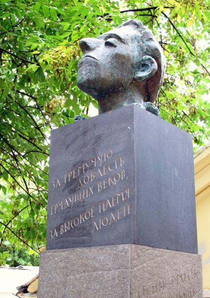 Памятник-Мандельштаму-в-Москве