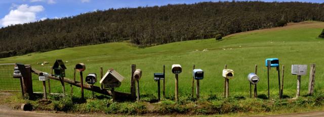 шеренга почтовых ящиков