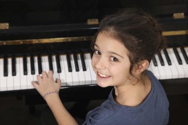 girl_pianino