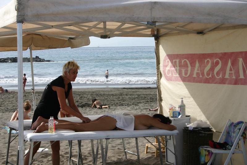 Едут жену на масаже