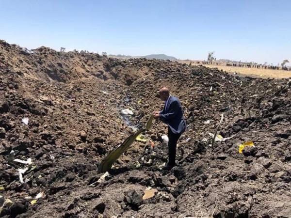 Первое фото с места крушения эфиопского Boeing-737 MAX8