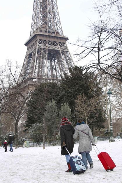 Эйфелева башня, Париж. 5 февраля 2012 года
