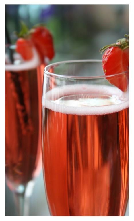 Розовое шампанское - технологию «ремюажа» разработала Николь Барбье Клико в 1808 году