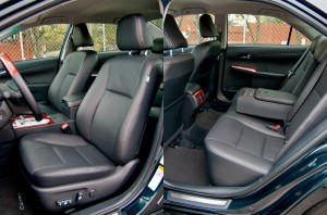 Toyota-Camry-2013-salon-1