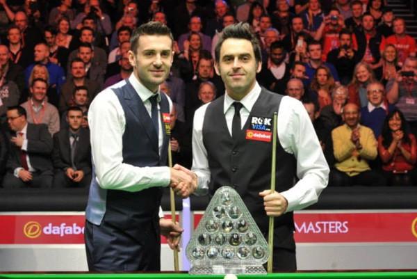 Mark_Selby_Ronnie_OSullivan_O'Sullivan_Masters_Snooker_2014_Final_Trophy