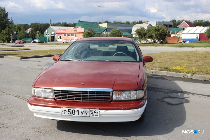 1992 Chevrolet Caprice Classic р581уу54 (НГС Фото: Дмитрий Косенко)