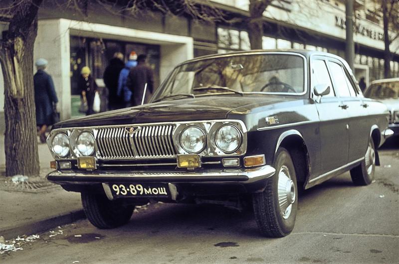 """ГАЗ-24 «Волга». 93-89мощ. Четырёх-фарный головной свет, а всего 10-ть световых приборов! Американские колпаки и """"шильд"""" на переднем крыле, Это МОЩно!!!"""