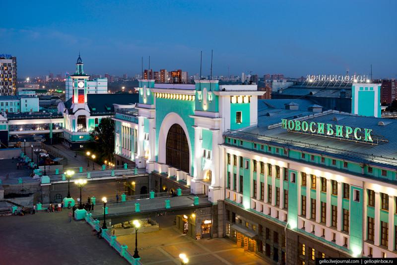 Город Новосибирск. Вокзал Главный. Наши дни в цвете и красках.