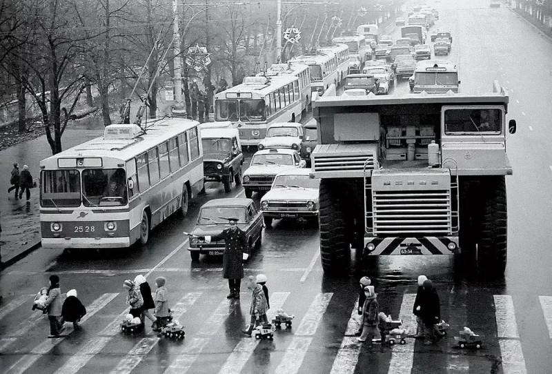 Минск, 1980-ые годы. (Фото Юрия Иванова, фотокорреспондент, создавший лучшие фотографии в истории Белоруссии).