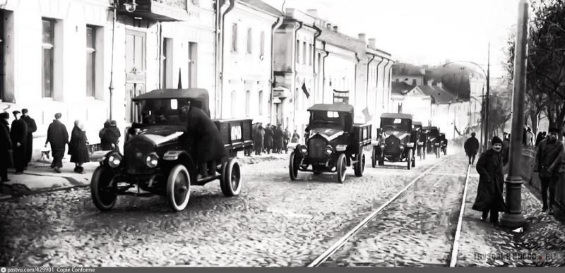 7 ноября 1924 года - первые 10 автомобилей АМО-Ф15