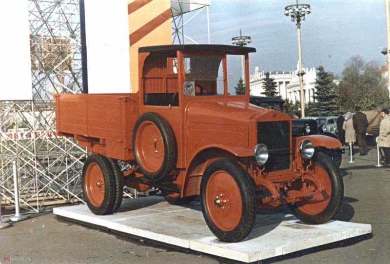АМО-Ф15 на «Выставке достижений народного хозяйства» в Москве 1974 года в честь 50-летия Советского Автопрома.