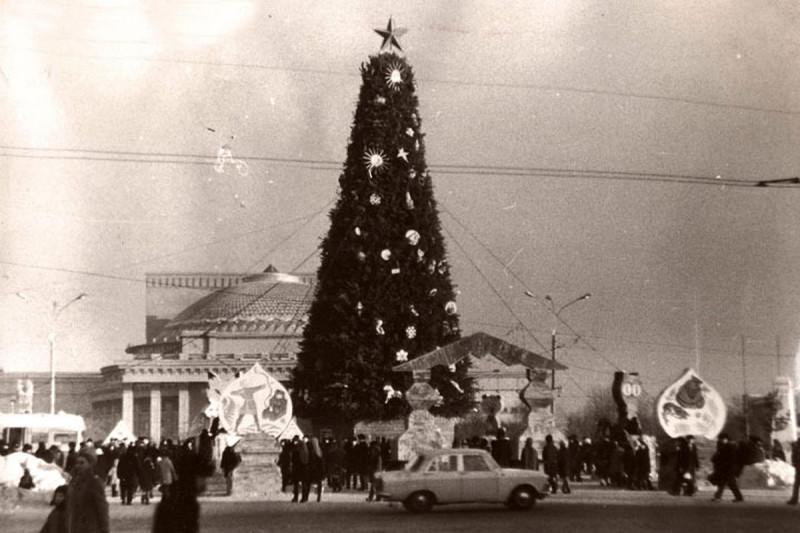 Новосибирск 1960-х. Центральная Ёлка, Театр Оперы и Балета, Москвич.