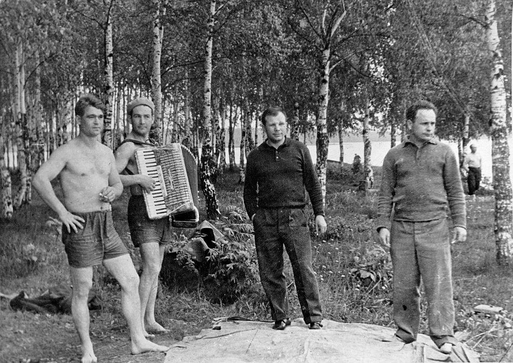 1024px-Yuri_Gagarin_in_Dolgoprudny_7