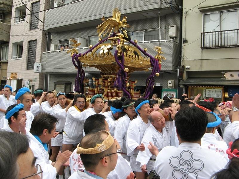 Японцы несут Ковчег Завета - микоси