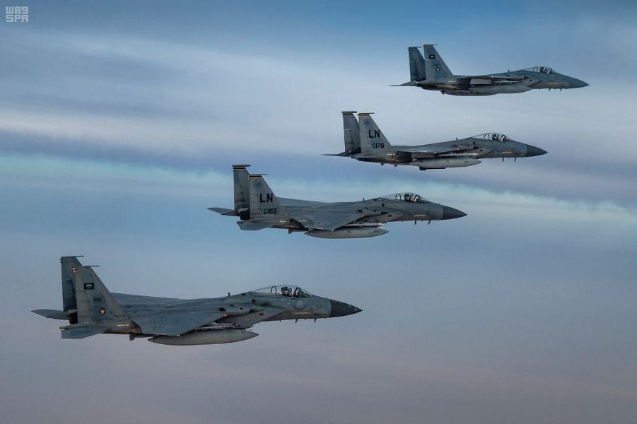 Самолёты Королевских ВВС Саудии и ВВС США осуществляют совместный полёт над регионом Залива