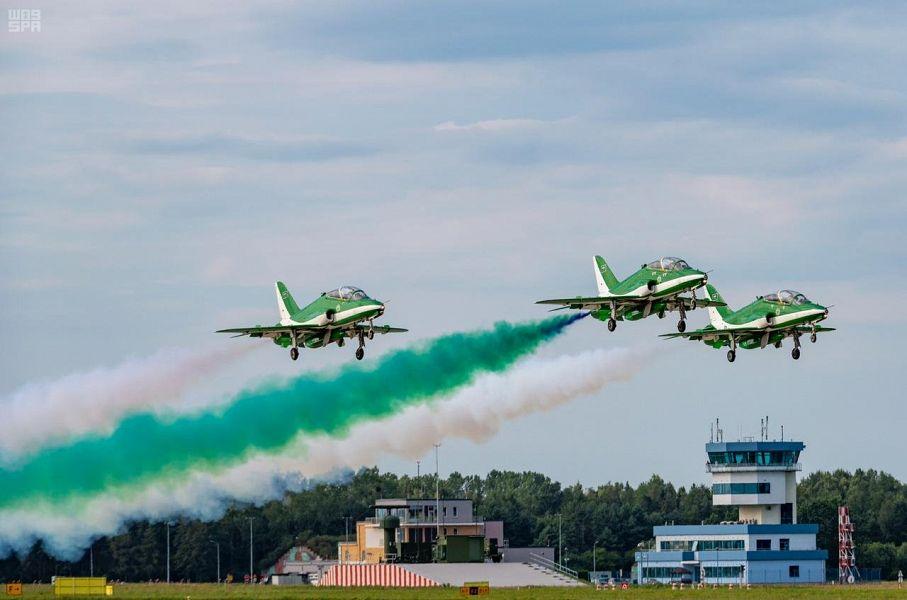 Пилотажная группа «Саудийские ястребы» проводит воздушные выступления в Польше