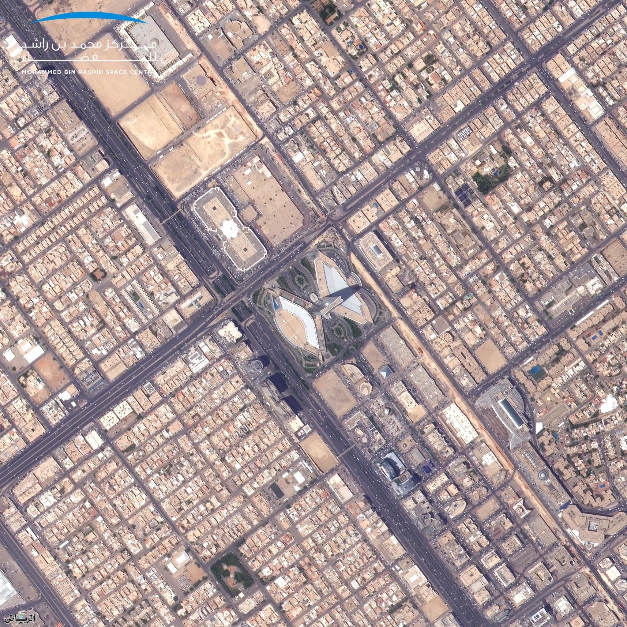 Искусственный спутник ОАЭ «Халифа-сат» поспешествовал народу Саудии в церемонии Дня отечества