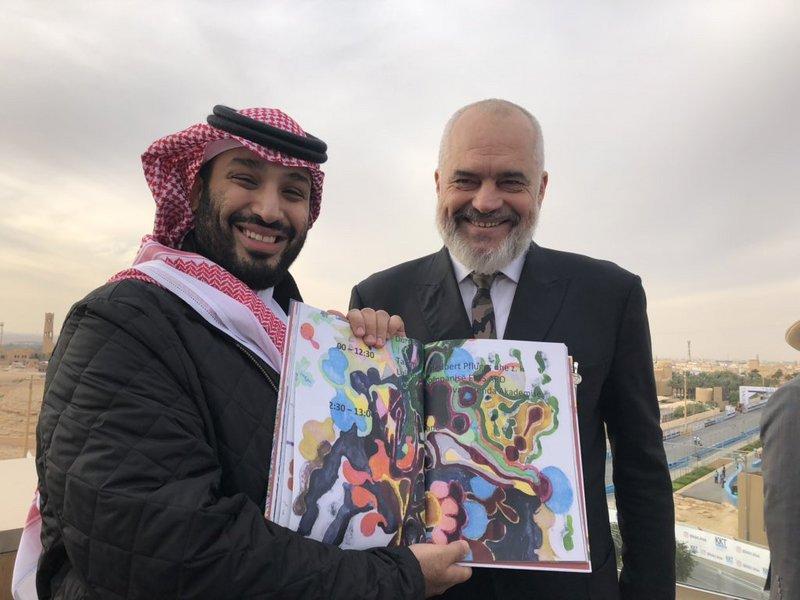 Премьер-министр Албании подарил книгу наследному принцу. Что в ней содержится?