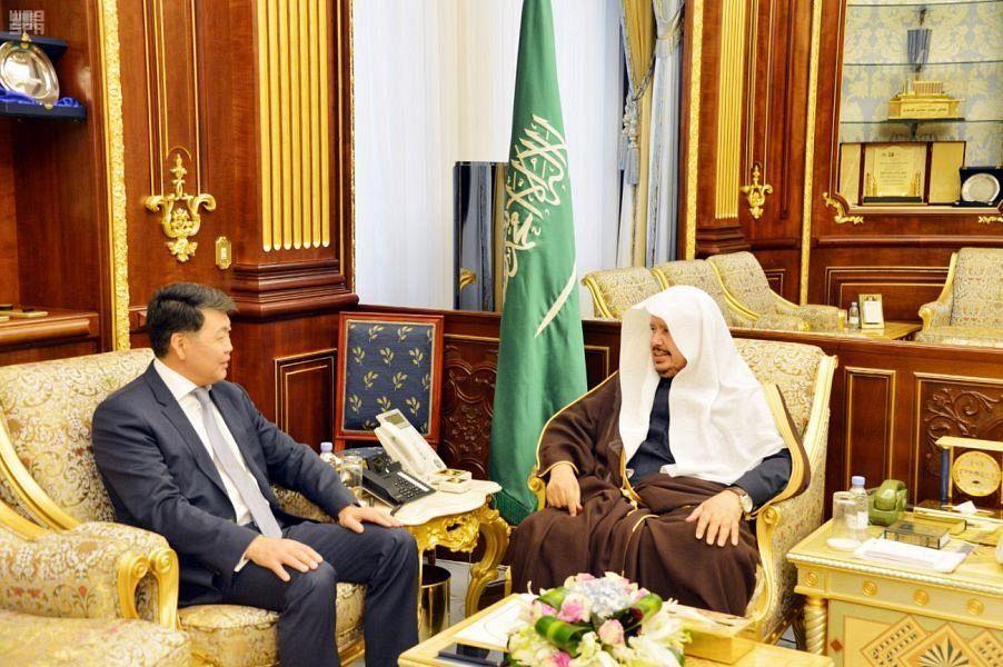 Председатель Совета Шуры принял посла Казахстана в КСА