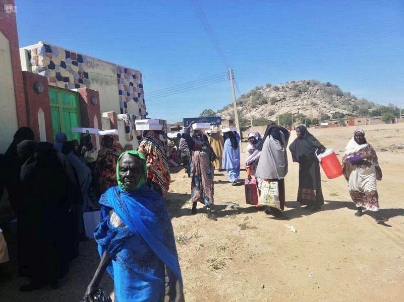 Центр спасения и гуманитарной деятельности им. короля Салмана раздал 6600 коробок с финиками в Республике Судан