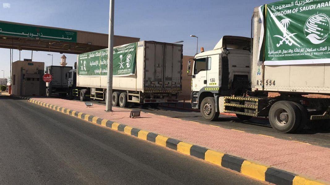 Двадцать  пять грузовиков с гуманитарной помощью, предоставленной КСА,  отправились в Йемен