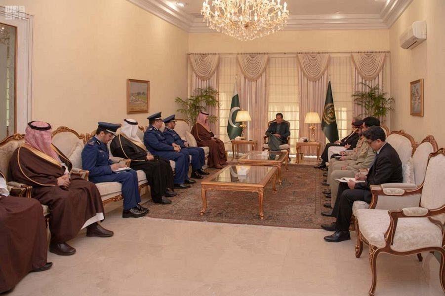 Премьер-министр Пакистана принял заместителя министра обороны Саудовской Аравии