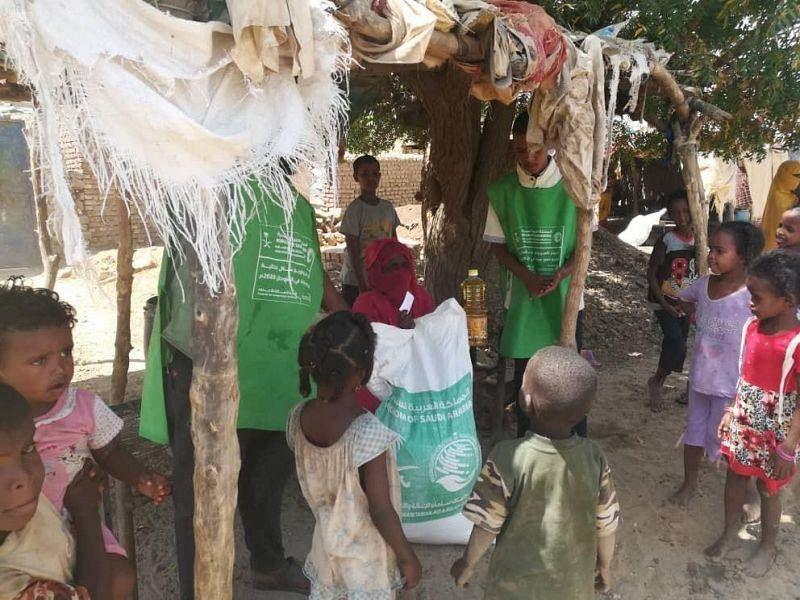ЦСГД им. короля Салмана распределил 450 продовольственных корзин в провинции Кассала (Судан)