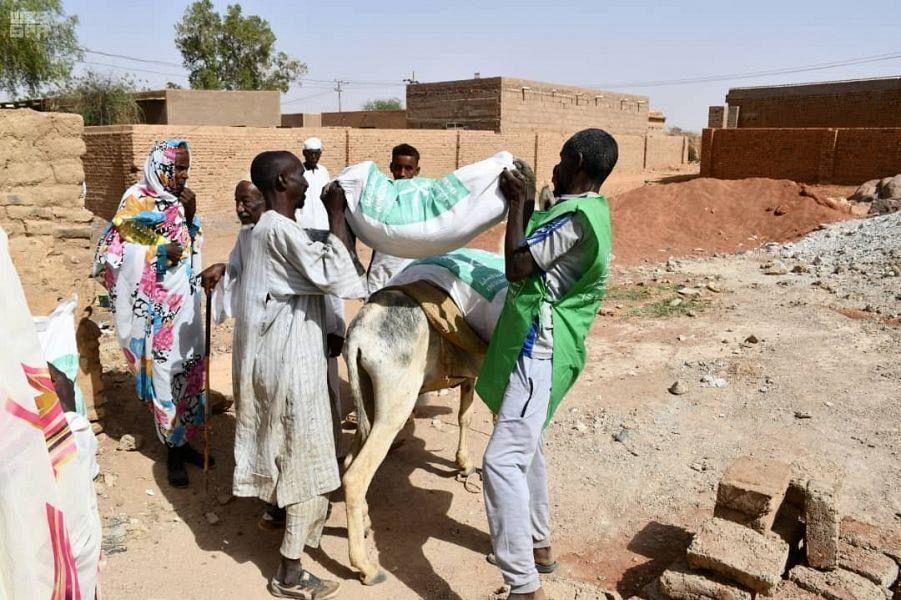 ЦСГД им. короля Салмана распределил 585 продовольственных корзин для нуждающихся в Судане