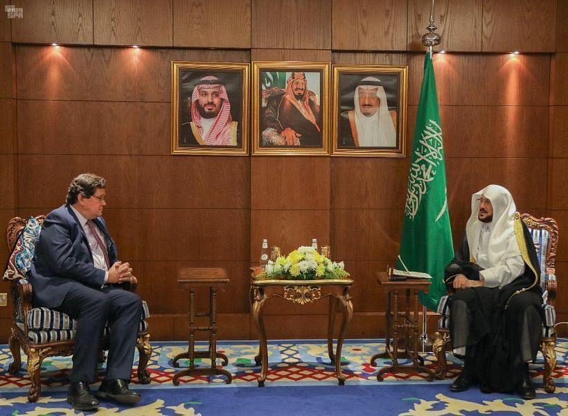 Министр по делам ислама КСА принял посла Великобритании в Королевстве