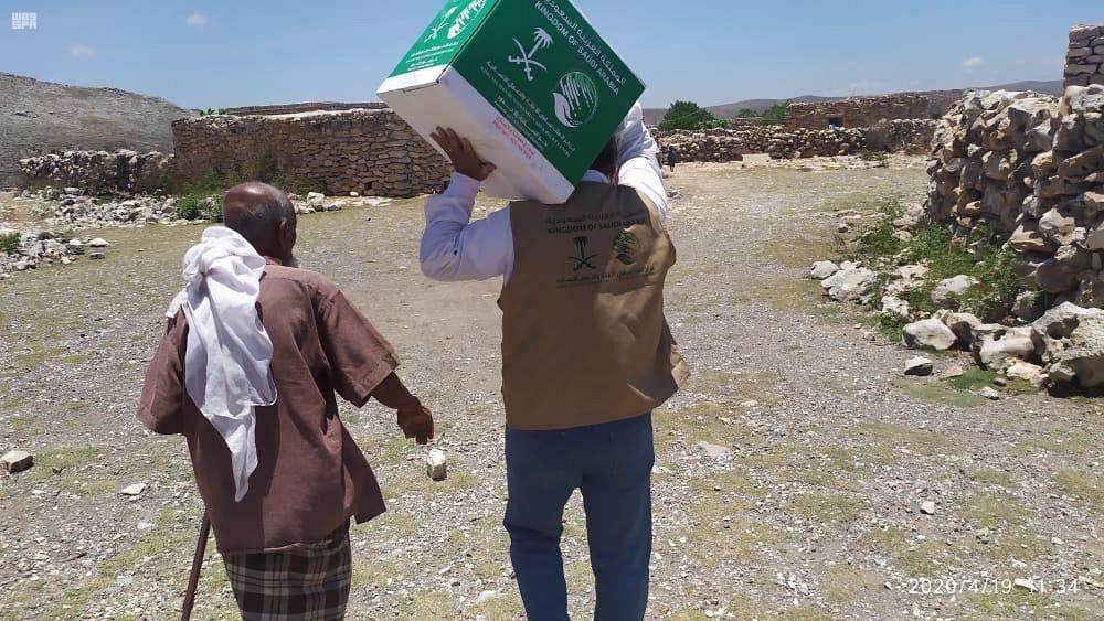 ЦСГД им. короля Салмана распределил 317 продовольственных корзин на Сокотре