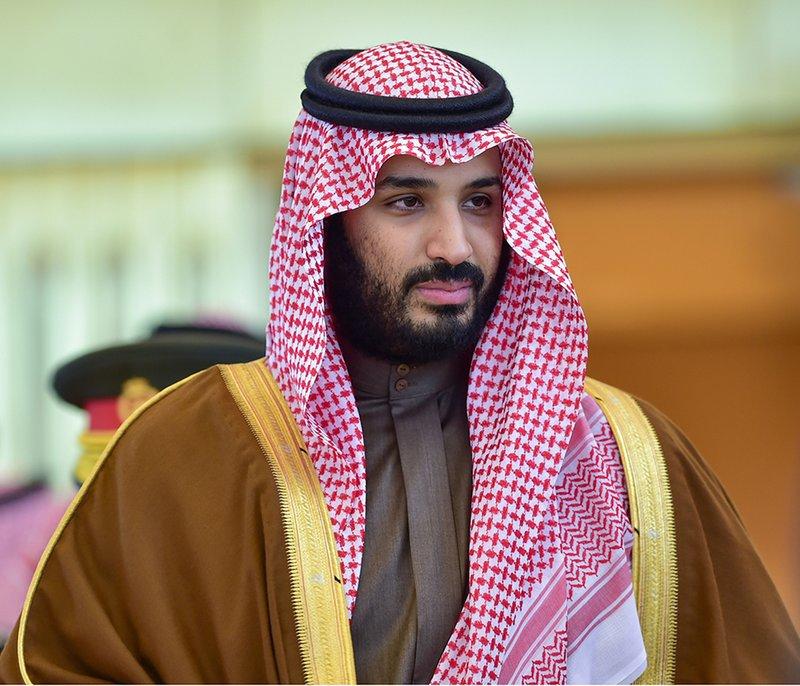 Принц Мухаммад бин Салман отвергает все условности и приветствует подданных