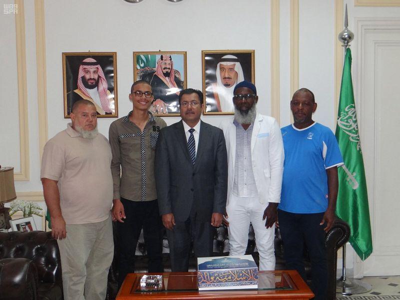 Посол Королевства в Кубе встретился с гостями Служителя Двух Святынь в Хадже этого года