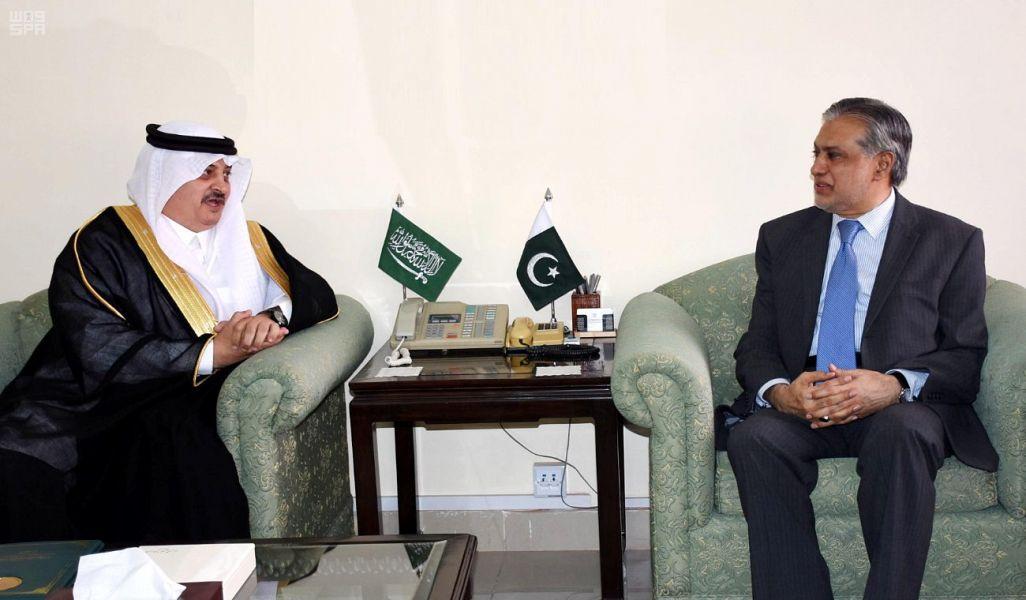 Министр финансов Пакистана встретился с послом Служителя Двух Святынь в Пакистане