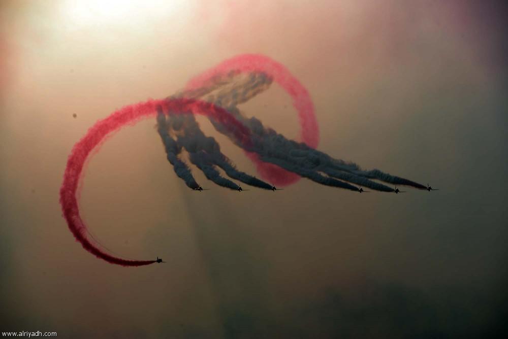 Британские самолёты выступают в небе над Джиддой