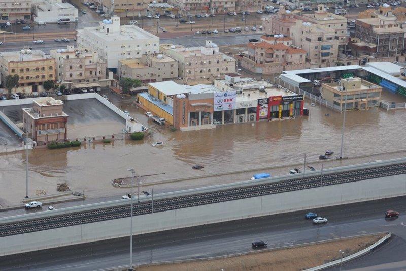 Авиация сил безопасности монитрирует жизнь районов Джидды, пострадавших от дождей