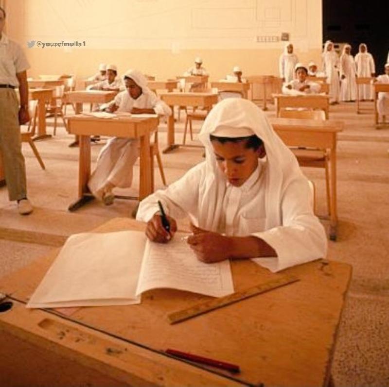 Фотография саудийского школьника во время экзаменов, сделанная 51 год назад